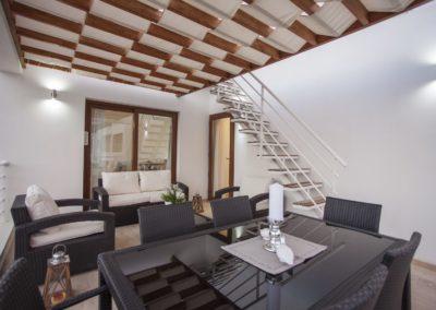 Terrasse med trapp opp til takterrasse